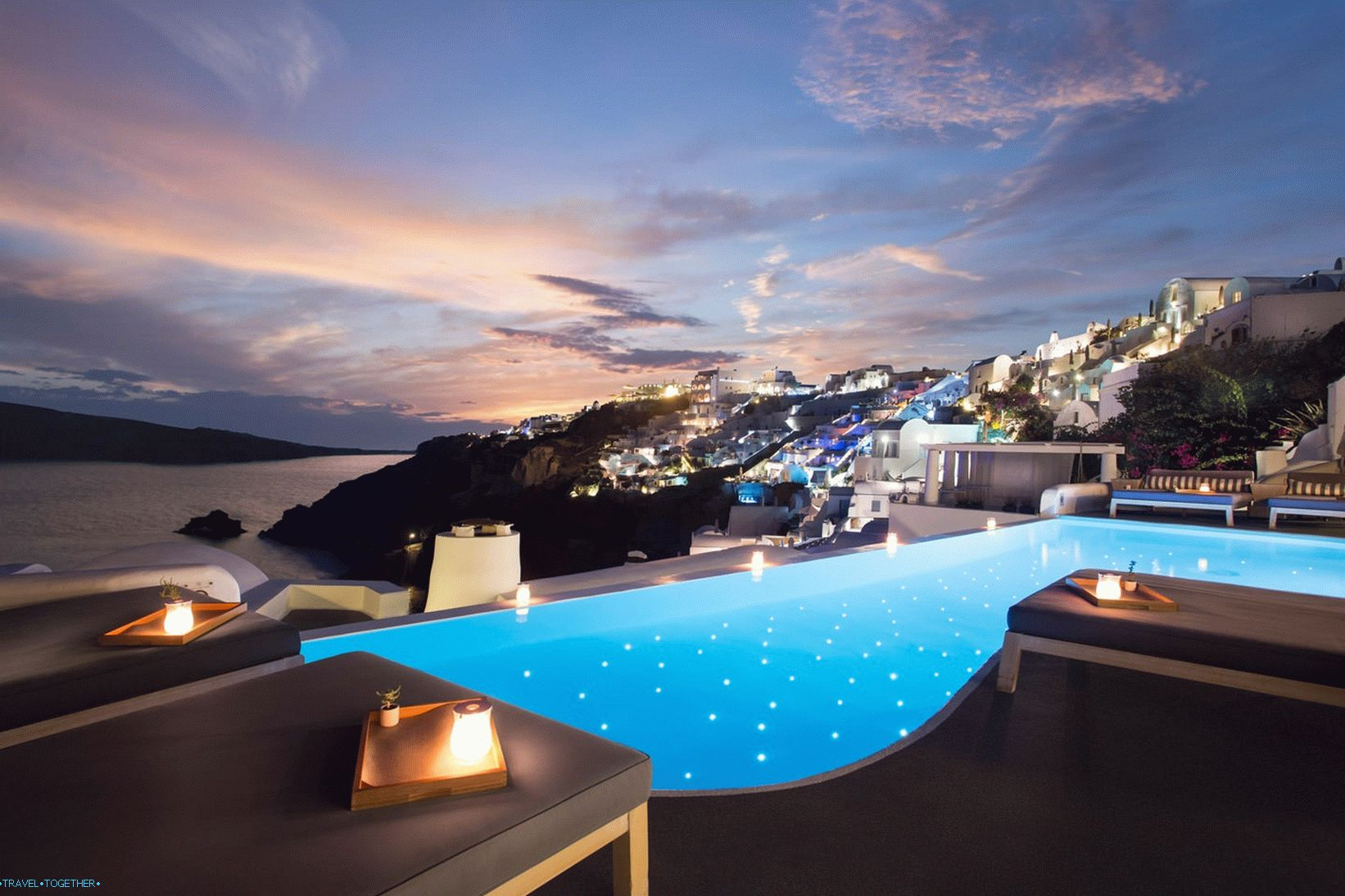 Katikies_hotel_santorini_pool_bar_07