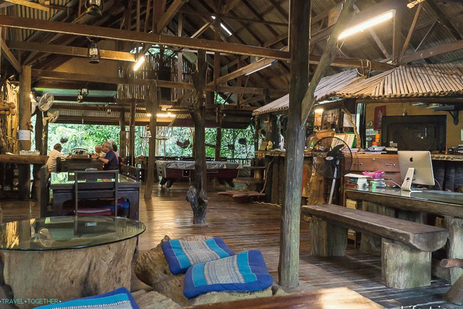 Lobby a Khaosok Treehouse Resortban